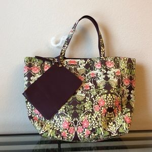 Reversible Tote Floral/Wine Color